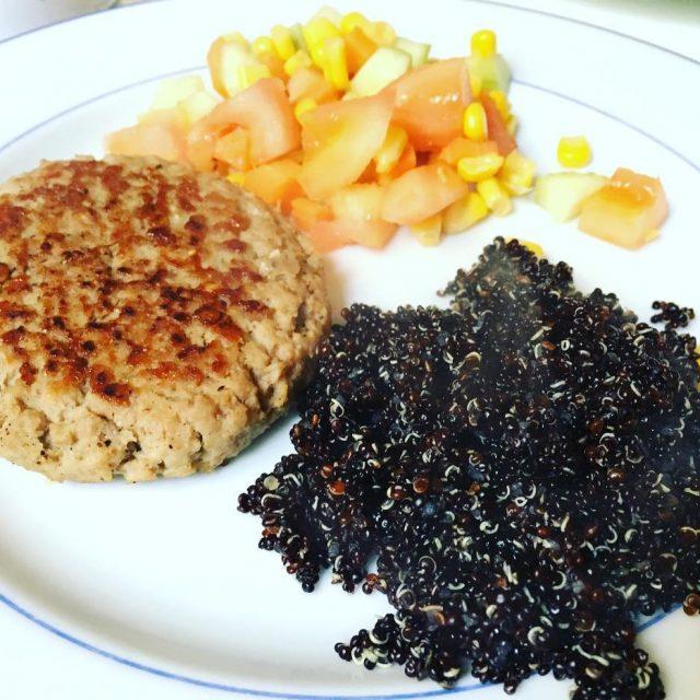 Steak hach 100 dinde legauloistdf  quinoa  salade composehellip