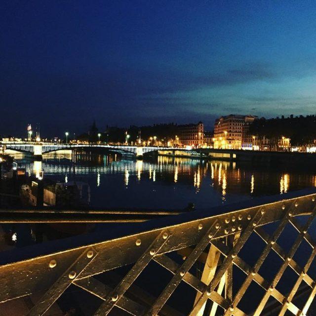 Cest beau une ville la nuit! lyon passerelleducollege onlylyon