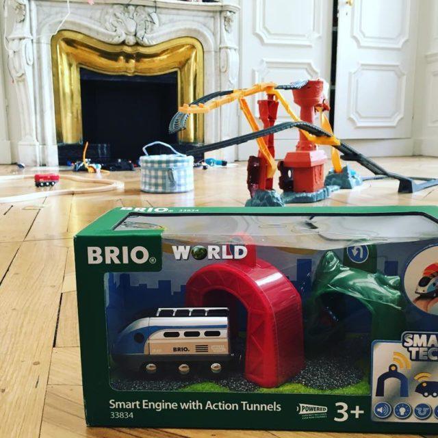 La locomotive SmartTech brioplay vient darriver dans la chambre dehellip
