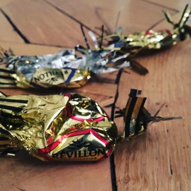 Un petit gourmand pris en flag de consommation de chocolathellip